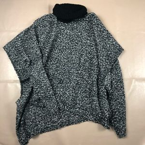 Charlie Paige Poncho turtle neck one size